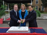 comd-and-gm-qg-signals-assisting-mrs-stokoe-in-cutting-the-regimental-64th-birthday-cake