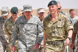 CO 1 RGR, Lt Col Gez Strickland with Gen David Petraeus
