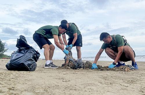 Beach cleaning in Brunei